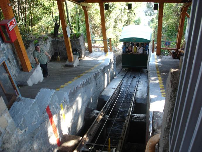 Funicular que leva até o topo do Cerro